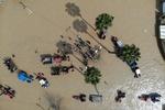 تصاویر هوایی از امدادرسانی ظهر یکشنبه به سیل زدگان آق قلا