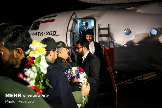 Freed Iranian border guards return home