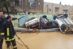 ۵۰ خودرو در شیراز گرفتار سیلاب شدند/ تجسس ادامه دارد