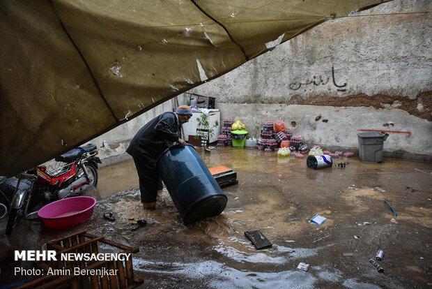 الخسائر التي خلفتها السيول في بوابة القرآن بمدينة شيراز