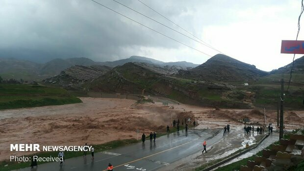 Flash floods kill at least 17 in southern Iran
