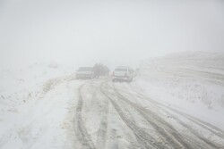 کولاک شدید در جاده های زنجان حاکم است
