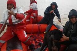 مصائب سیلاب در چهارمحال و بختیاری ادامه دارد/ امداد رسانی با قایق