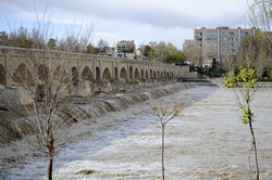 برداشت آب صنایع از آب زاینده رود کنترل میشود/ ۳۸۴ میلیون مترمکعب آب پشت سد
