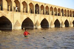 توزیع آب زاینده رود برای استفاده کشاورزان شرق و غرب استان اصفهان