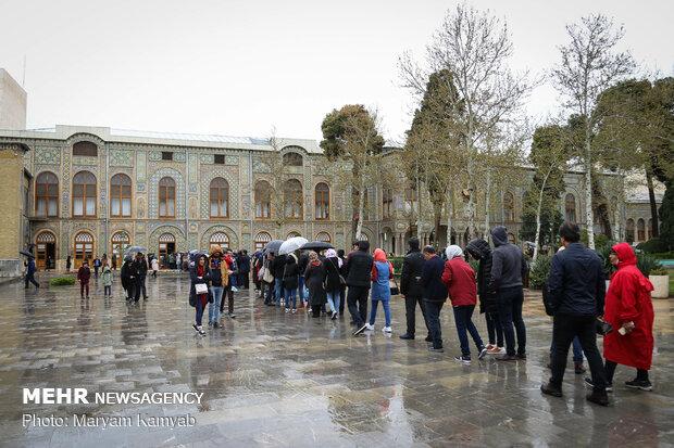 مسافران نوروزی در کاخ گلستان تهران