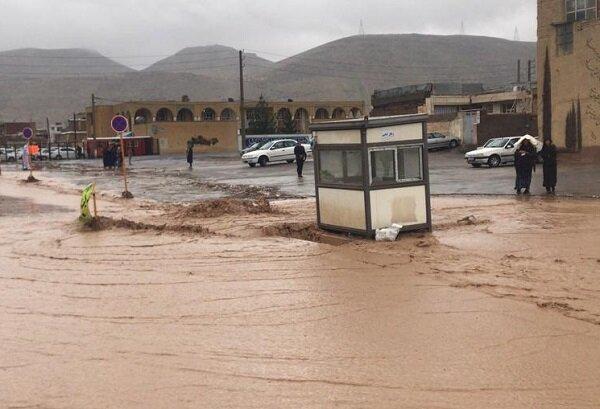 محله سعدی شیراز همچنان در محاصره سیلاب