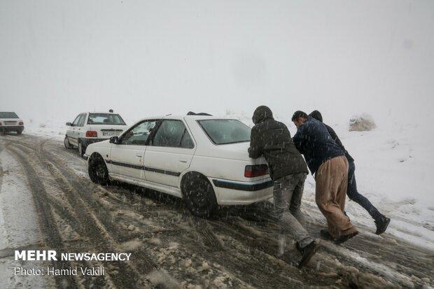 برف و کولاک در گردنه های اورامانات کردستان