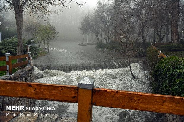 تدفق السيول في مدينة مشهد