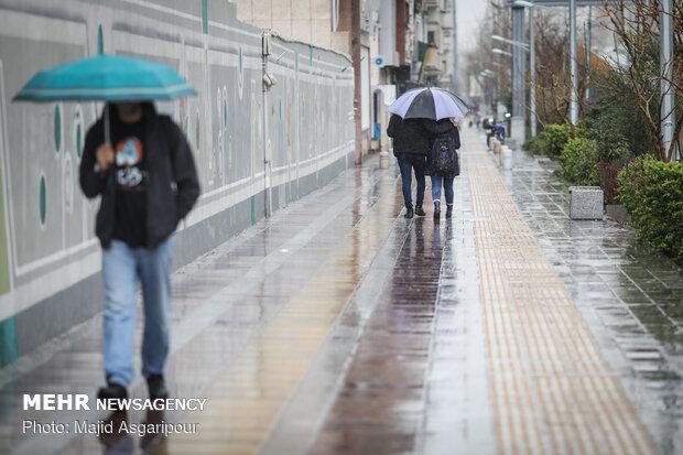 بارش باران در گیلان/ آبگرفتگی معابر دور از انتظار نیست