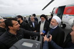 روحاني يتفقد جوا المناطق المنكوبة بالسيول شمال إيران