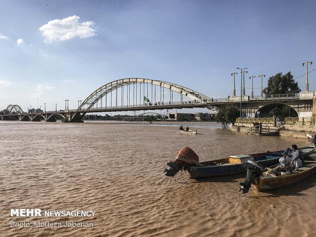مدينة أهواز محاصرة بمياه نهر كارون