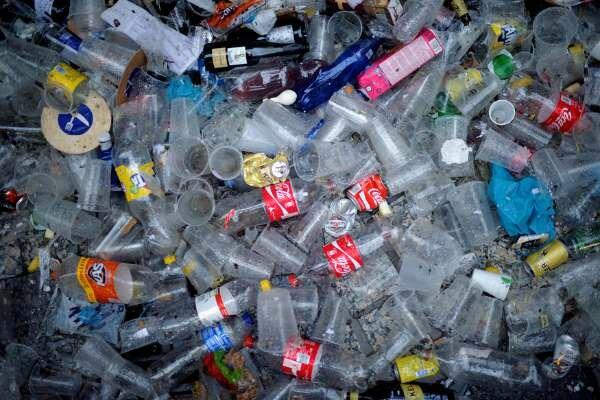 چالشهای مصرف پلاستیک از نگاه تولیدکنندگان بررسی شد