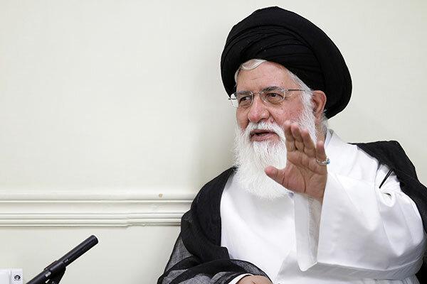 اولین هدف آمریکا درمقابله باانقلاب اسلامی جلوگیری از توسعه آن است
