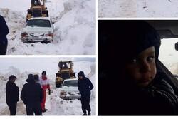 نجات خانواده ۶ نفری مرند از چنگال برف و کولاک