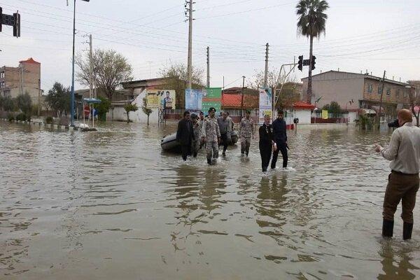 "خانزادي يتفقد مدينتي ""آق قلا"" و""كميشان"" المحاصرة بالسيول شمالي ايران"