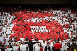 بی توجهی مربیان به تشویق هواداران و حضور سفرای آرژانتین و ایتالیا