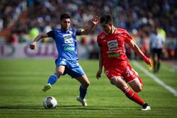 فوتبالیستهای ایران هنوز حرفهای نشدهاند/ جریمه کردن بازیکن خندهدار است