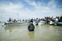 آخر الصور من المناطق المحاصرة بالفيضانات شمالي ايران / صور