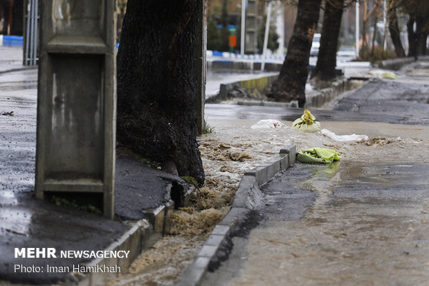 بارش باران و آبگرفتگی معابر همدان