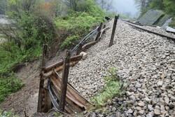 محور ریلی شمال مسدود است/علت: رانش زمین و طغیان رودخانه