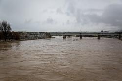 انتقال ساکنان منازل اطراف رودخانه قره کهریز در اراک به نقاط امن