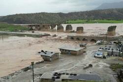 ۱۱۳ روستای لرستان همچنان محصور سیل/ راهداران ۱۹ استان در لرستان