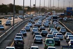 ترافیک در اتوبان قم-تهران نیمه سنگین است/ تردد روان در محورهای قم