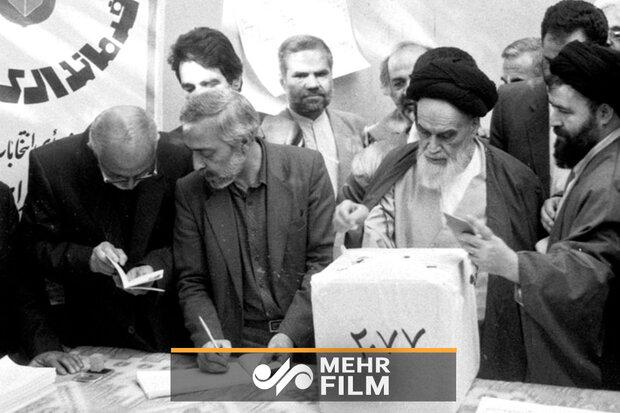 فیلمی از لحظه رای دادن امام خمینی (ره) از داخل ماشین