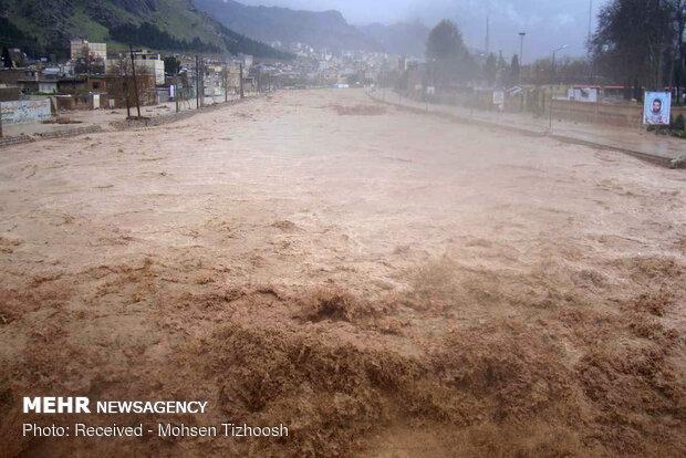 """""""خرم آباد"""" غربي ايران تتحول الى مدينة عائمة إثر السيول / فيديو"""