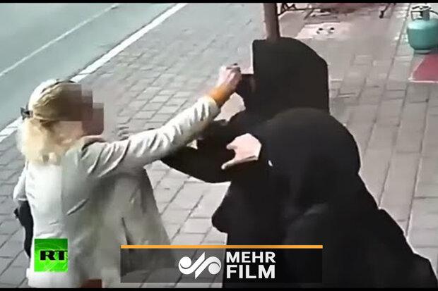 ترکی میں ایک بے پردہ عورت کا دو با حجاب لڑکیوں پر حملہ