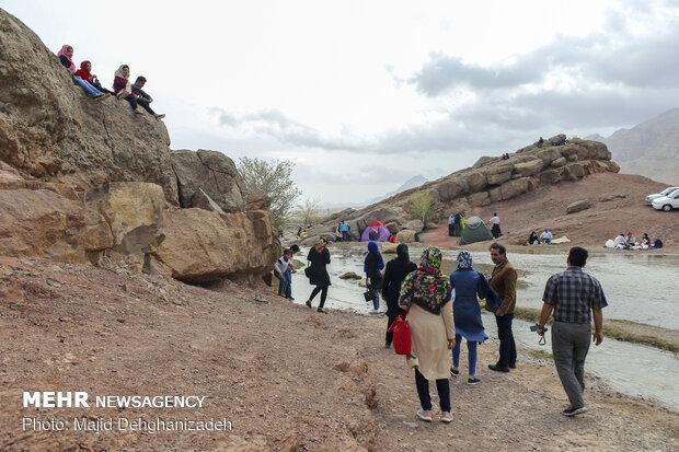 چشمه باستانی غربالبیز مهریز در روز طبیعت