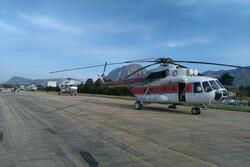 امدادرسانی هوایی به مناطق سیلزده دلفان/ بستههای غذایی کافی نیست
