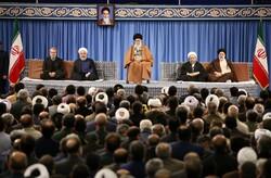 قائد الثورة يستقبل عدداً من مسؤولي النظام