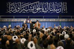 رہبرمعظم سے عید بعثت کی مناسبت سے اعلی حکام اور اسلامی ممالک کے سفراء کی ملاقات