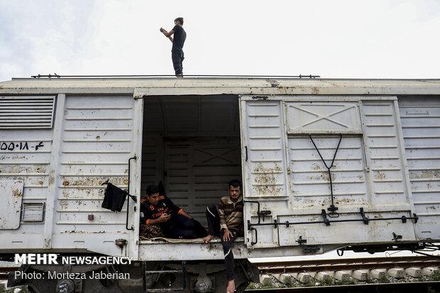 زندگی سیل زدگان در واگن های قطار