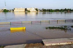 نجات ۳ نفر غرق شده از رودخانه کارون