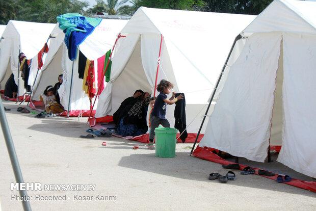 کودکانه هایی که سیل با خود برد/ کلافگی کودکان سیل زده در کمپ ها