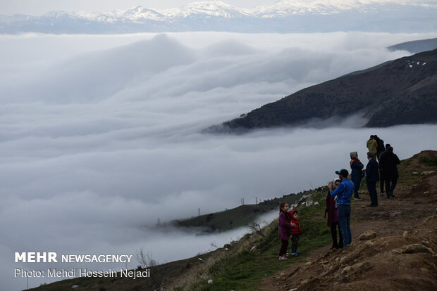 Take a trip to a sea of clouds at Heyran Pass