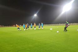 تیم فوتبال بانوان زیر بارش باران تمرین کرد