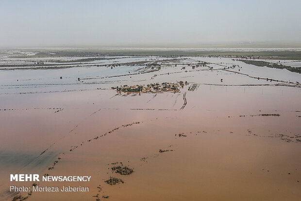 İran İçişleri Bakanı'ndan sel bölgesine ziyaret