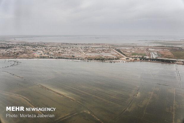 بازدید هوایی عبدالرضا رحمانی فضلی وزیر کشور از مناطق سیل زده خوزستان
