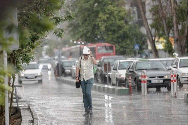 بارش باران و کاهش دمای هوا در گیلان/آبگرفتگی دور از انتظار نیست
