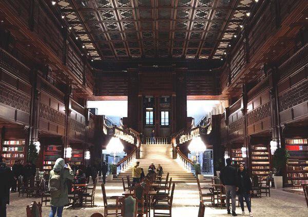 لاکچریسم در آستانه فتح حوزه فرهنگ است/ کتابخانه به مثابه «آتلیه»!