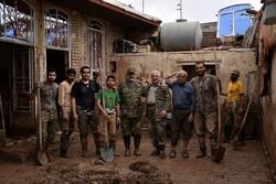 Luristan'da selzedelere yardım sürüyor
