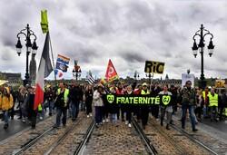 """Fransa'da """"Sarı Yelekliler"""" yine sokakta"""