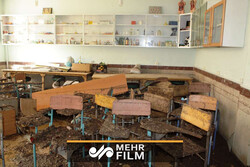 فیلمی دردناک از مدرسهای به گل نشسته در لرستان