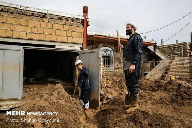 حضور جهادی روحانیون در مناطق سیل زده
