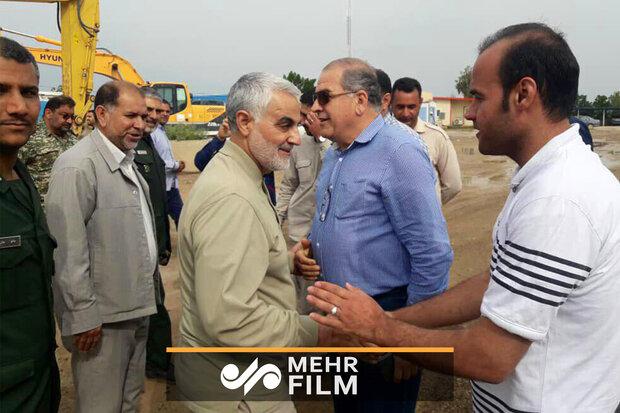 اولین فیلم از حضور سردار سلیمانی در مناطق سیلزده