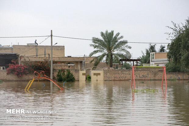 VIDEO: Gen. Soleimani speaks in Arabic with people in flood-hit areas